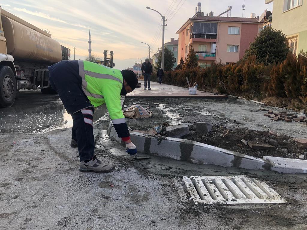 Erzincan Belediyesi Fen İşleri Müdürlüğü Ekipleri Şehir Genelinde Çalışmalarını Sürdürüyor