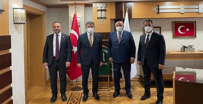MİLLETVEKİLLERİ İSTİŞARELERDE BULUNUYOR