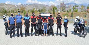 POLİS EKİPLERİ 15 YAŞINDAKİ CAN AHMET'İ ZİYARET ETTİ